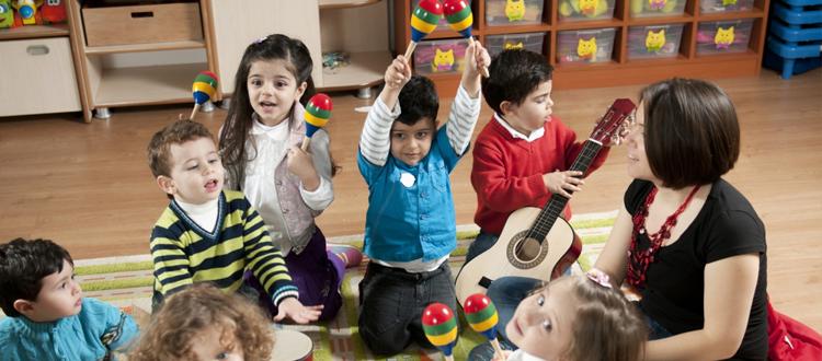 Crianças que têm contato com música aprendem a ler e a escrever com mais facilidade