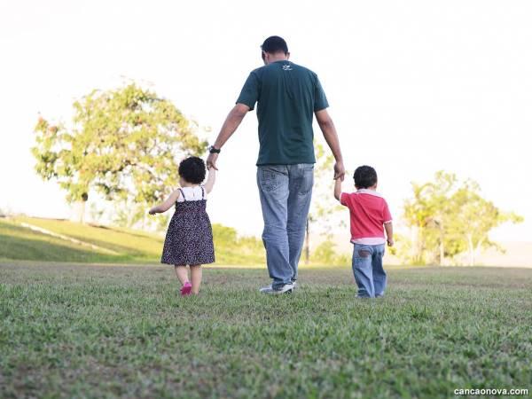 Linha de cuidado para atenção integral à saúde de crianças, adolescentes e suas famílias