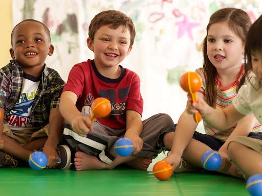 Cinco benefícios da educação musical para crianças
